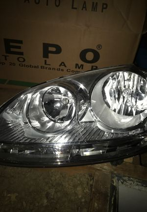 2008 Volkswagen Jetta headlight for Sale in North Riverside, IL