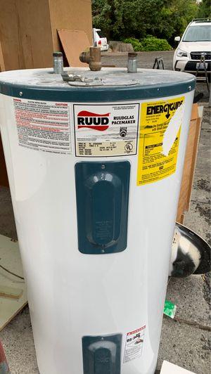 30 gallon electric hot water tank for Sale in Sultan, WA