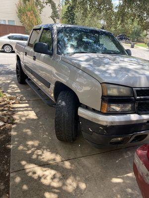 Chevy silverado 1500 4x4 vortec engine only 150 k miles for Sale in San Antonio, TX