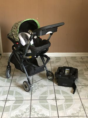 LIKE NEW GRACO SNUGRIDE CLICK CONNECT TRAVEL SYSTEM STROLLER CAR SEAT AND BASE ALL IN ONE for Sale in Riverside, CA