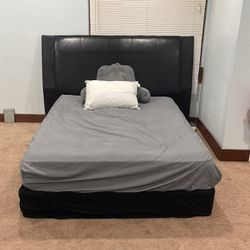 Queen Bedset for Sale in Columbia Station,  OH