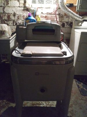Old Maytag washer and works for Sale in Cleveland, OH