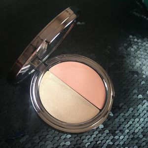 Girlactik Cream Blush/Highlighter for Sale in Warsaw, IL
