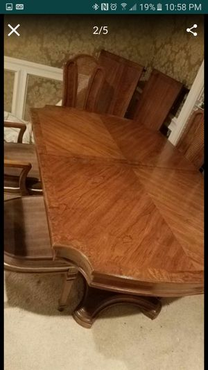 Thomasville table and chairs for Sale in Sugar Creek, MO