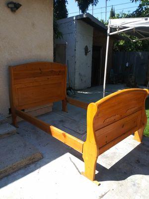 cama full size de madera excelentes condiciones for Sale in Lynwood, CA