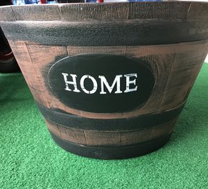 2 LARGE BARREL FLOWER POT! 20x13 MEASUREMENTS for Sale in Miramar, FL