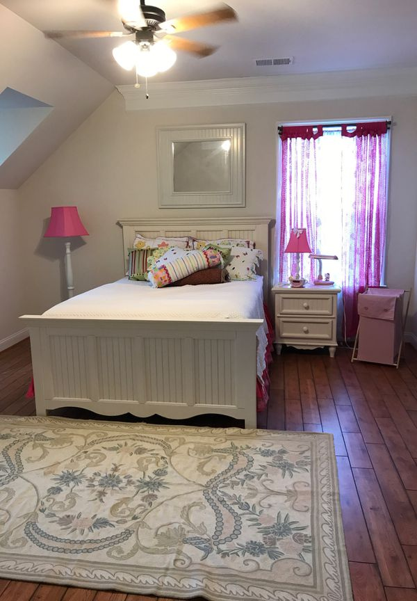 Includes everything you see. Queen mattress & box, night stand, 2 mirrors, giant wall flower picture, 2 lamps, hello kiddie stuffs, laundry basket &