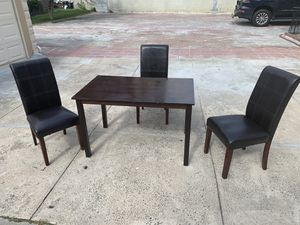 """Wood kitchen or dining table with 3 chairs Minor wear and bubbling 47 1/4"""" by 29 3/4"""" and 29"""" tall 3 brown leather chairs for Sale in Queens, NY"""