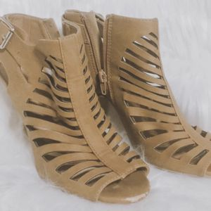Tan Size 7 Heels for Sale in Tuscola, TX