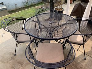BEAUTIFUL HEAVY METAL PATIO SET ($350 FIRM) EXCELLENT CONDITION for Sale in Fresno, CA