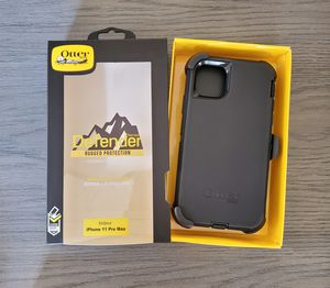 iPhone 11 Pro Max Otterbox Defender Case with belt clip holster black for Sale in Canyon Country, CA