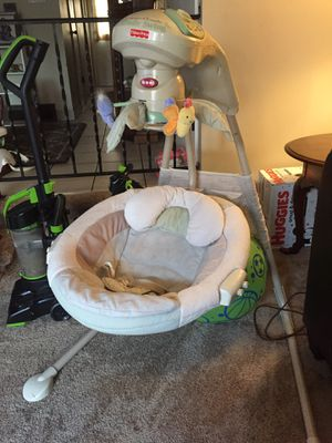 Fisher price cradle swing for Sale in Grove City, OH