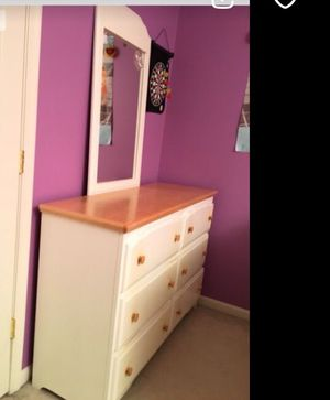 ***White Wood Bedroom Furniture - Kids Bedroom - Girls Bedroom - Dresser Mirror Desk Hutch Nightstand*** for Sale in Darnestown, MD