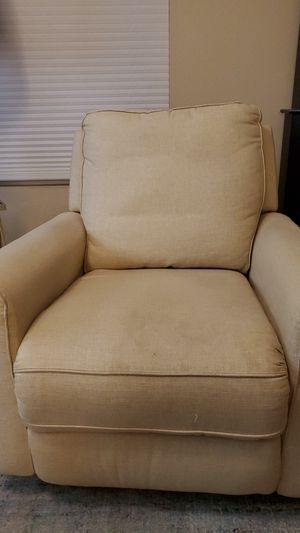 Recliner, off-white / beige for Sale in Banning, CA