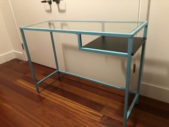 Small Desk/table w/glass top for Sale in Oakland,  CA