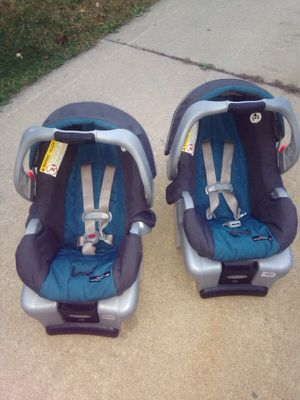 Graco infant car seats and base. for Sale in Detroit, MI