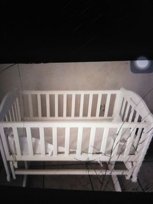 Rocker bassinet crib good condition.baby clothes included for Sale in Miramar, FL