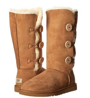 Pair of size 5 Uggs for Sale in Crofton, MD
