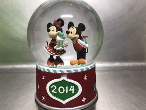 Disney 2014 Mickey and Minnie Holiday Snow Globe NWT for Sale in Hampton, VA