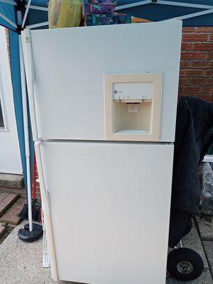 G.E Profile,Frost Free Refrigerator for Sale in Woodhaven, MI