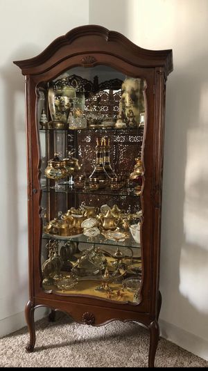 Antique curio cabinet.the staff not included H. 66. L. 28. D. 13 for Sale in Wilmette, IL