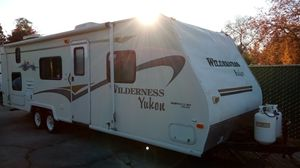 2003 wilderness by Yukon has couch slide for Sale in Fresno, CA
