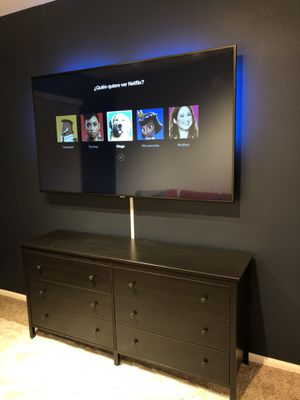 Floating TV on the wall, $20 for mount and $50 tv hang for Sale in Baldwin Park, CA