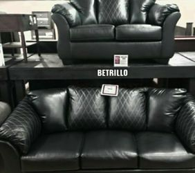 ♦Same Day Delivery 🦋[EXCLUSIVE] Betrillo Black Living Room Set by Ashley for Sale in Arlington,  VA