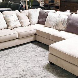 EXTRA LARGE, U SECTIONAL, RAF CORNER CHAISE. for Sale in Santa Ana,  CA