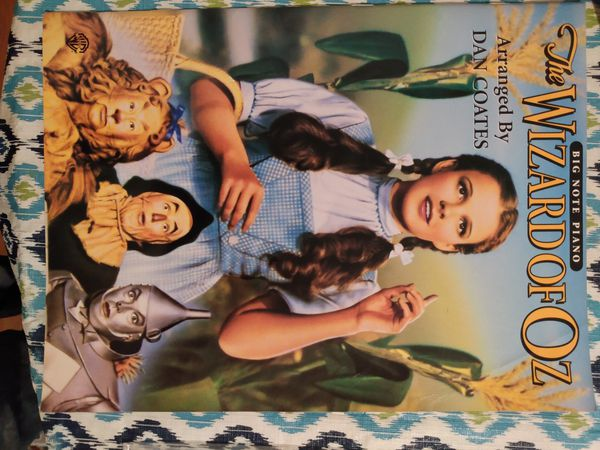 Wizard of Oz piano music book with story and pics