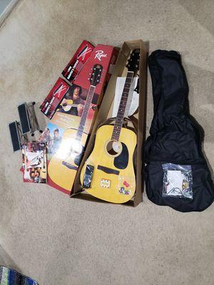 SINGLE GUITAR BUNDLE PACK: 1 GUITAR, 2 FOOTRESTS, 1 GUITAR BAG, AND 1 FENDER INTRODUCTION/GUIDE BOOK (HUGE DEAL) for Sale in Las Vegas, NV