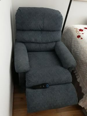 VERY NICE COMFORTABLE LAZBOY LUXURY-LIFT POWER RECLINER LIKE NEW FOR SALE for Sale in Bellevue, WA
