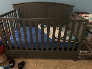 Grey crib with changing table for Sale in Moreno Valley, CA