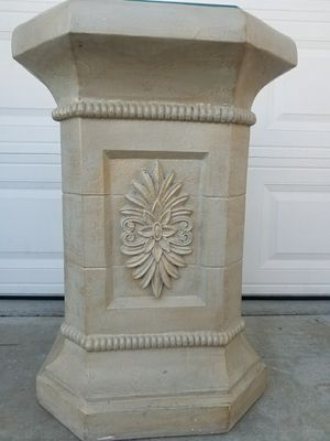Large sturdy pedestal for Sale in Wildomar, CA