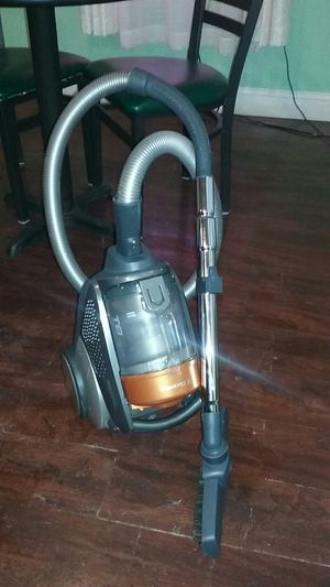 Electrolux t8 canister bagless vacuum for Sale in Granite City, IL