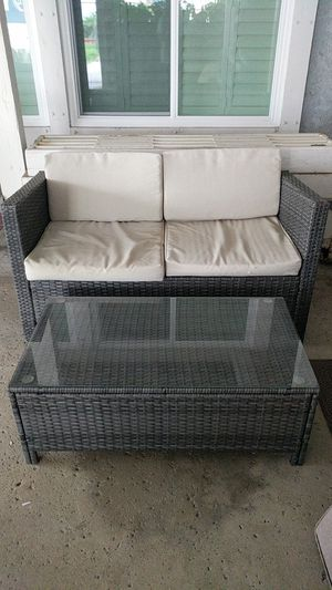 Outdoor patio furniture loveseat & table (read) for Sale in Norco, CA