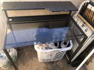 Mesa para computadora for Sale in Orange, CA