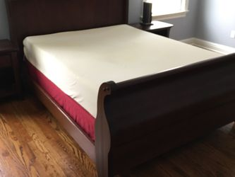 Sealy Memory Foam Queen Mattress and Box Spring for Sale in Danbury,  CT