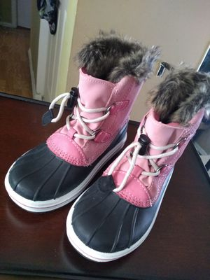 Girl's Snow Boots in Excellent condition, Like New size 1 Target $34 for Sale in Glendale Heights, IL