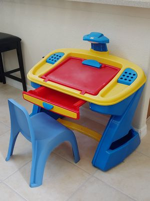 Kids desk and chair for Sale in Orlando, FL