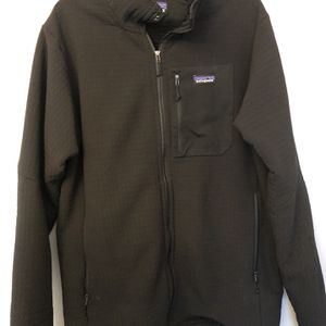 Patagonia - Men XL Black Sweater (Great condition) for Sale in Chicago, IL