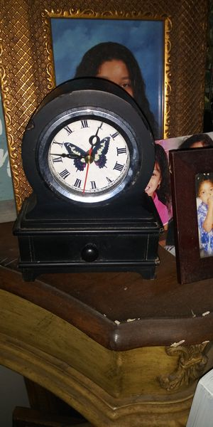 SUPER CUTE TABLE TOP CLOCKS 4DOL EACH LOTS DEALS MY POST GO SEE for Sale in Jupiter, FL