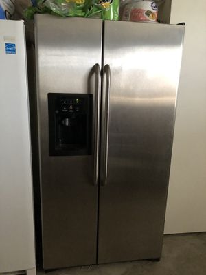 FREE Fridge for Sale in Riverbank, CA