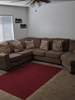 Couch (Sectional) for Sale in Fresno, CA