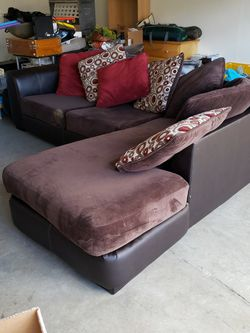 FREE FREE FREE !!! 4 year old large Sectional Sofa for Sale in Union City,  CA