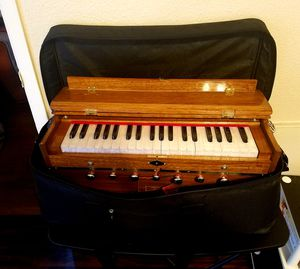Harmonium in excellent working condition.. all the keys are properly functional.. for Sale in Houston, TX