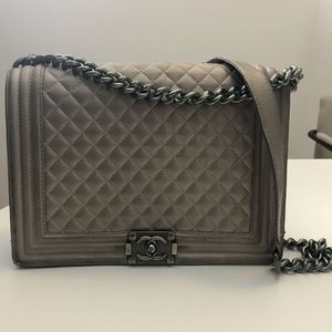 CHANEL Large Boy Flap Quilted Pewter for Sale in Scottsdale, AZ