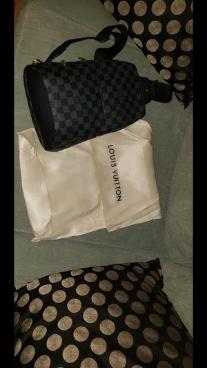 Louis Vuitton Avenue Sling Bag for Sale in Malden, MA