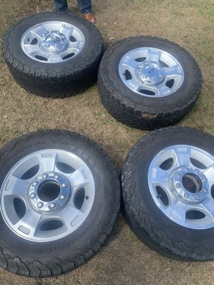 Ford f 250 stock rims and center caps for Sale in Wahneta, FL