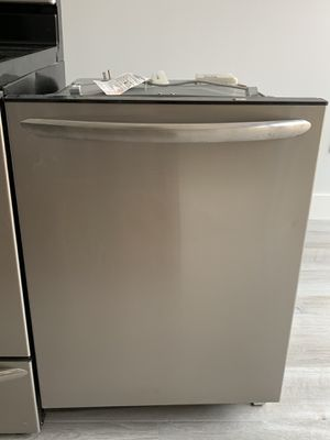 Frigidaire Gallery Top Control Built-in Dishwasher for Sale in Miami, FL
